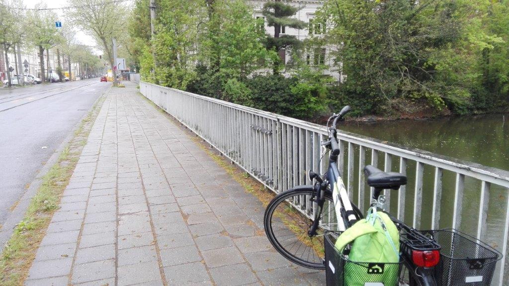Plagwitzer Brücke, altes Geländer, stadtauswärts